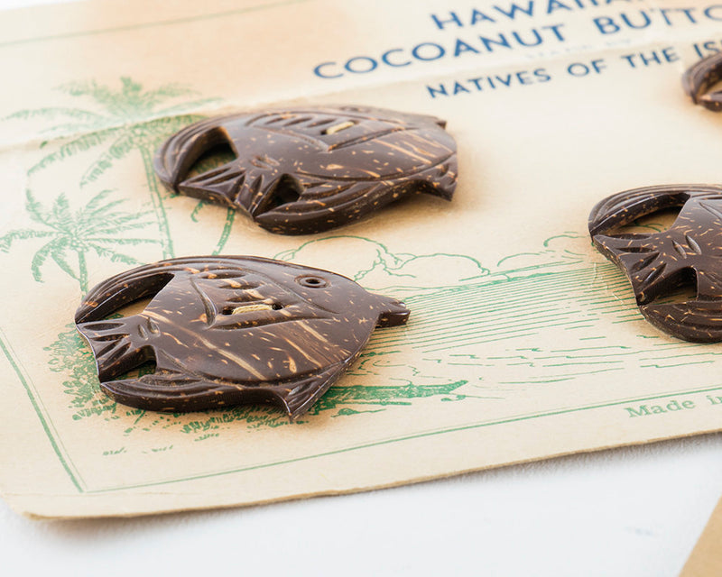 Vintage 1940s Button Set | 40s Hawaiian Fish Novelty Carved Coconut Brown 4 Buttons and Belt Buckle Set