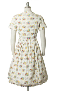 Vintage 1950s Dress | 50s Floral Animal Novelty Print Cotton Shirt Dress Cream Full Skirt Shirtwaist Day Dress (small)