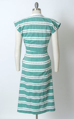 Vintage 1940s Dress | 40s Striped Floral Cotton Chambray Day Dress with Pockets (small)