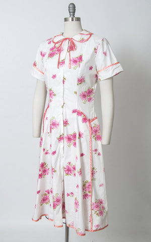 Vintage 1940s Dress | 40s Floral Print Cotton Day Dress White Pink House Dress with Pockets (medium)