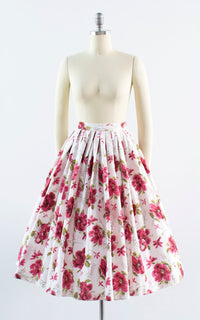 Vintage 1950s Skirt | 50s Floral Print Cotton Pink White Pleated Full Skirt (xx-small)