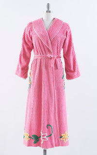 Vintage 1940s 1950s Robe | 40s 50s Chenille Peacock Novelty Print Pink Floral Loungewear Robe (small/medium)