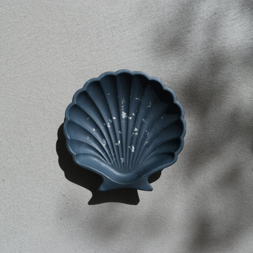 Scallop Shell Dish in Navy Silver Accent