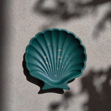 Load image into Gallery viewer, Scallop Shell Dish in Dark Emerald Gold Accent