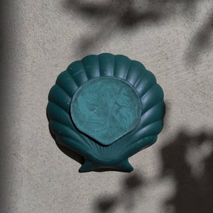 Scallop Shell Dish in Dark Emerald Gold Accent