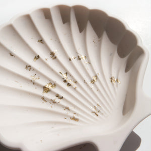 Scallop Shell Dish in White Gold Accent