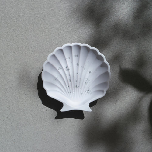 Scallop Shell Dish in Lilac Silver Accent