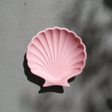 Load image into Gallery viewer, Scallop Shell Dish in Pink