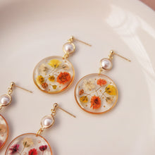 Load image into Gallery viewer, *PREORDER* Rie Floral Pearl Earrings
