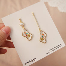 Load image into Gallery viewer, Asymmetric Squiggle Drop Earrings