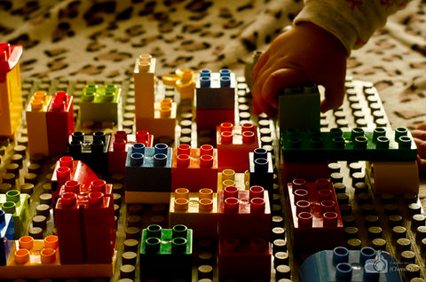 children playing block toys