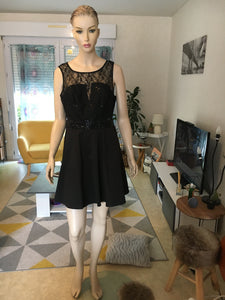Robe patineuse noire dentelle taille 44