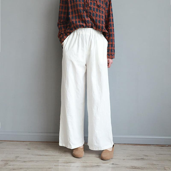 Cotton and linen slacks are loose and slim with wide legs and nine-legged pants