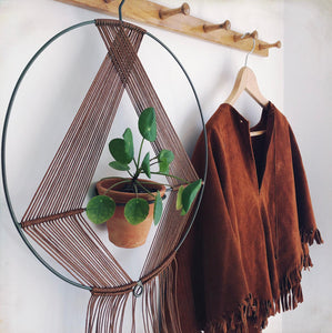 Krenn - Macrame and Iron Plant Hanger with pot