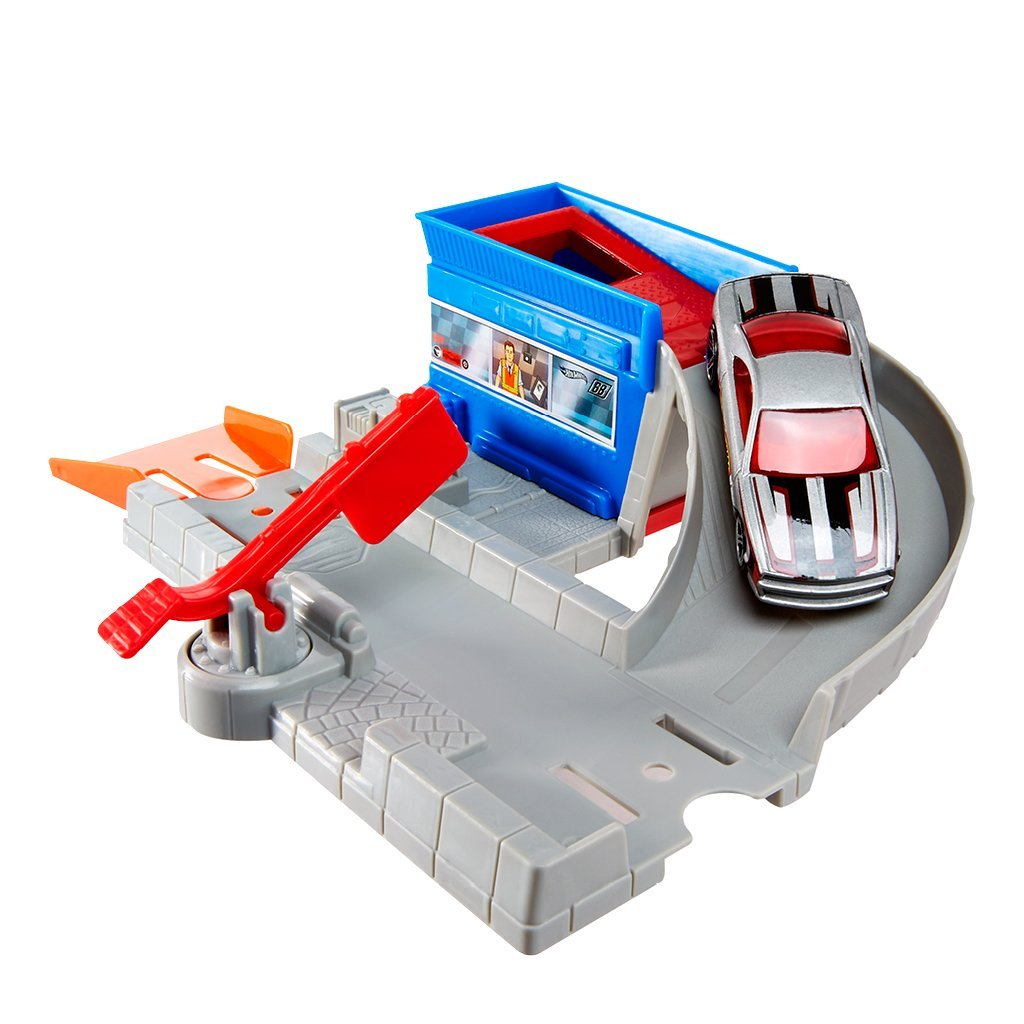 HOT WHEELS STUNT PLAYSET- TOLLBOOTH TAKEDOWN