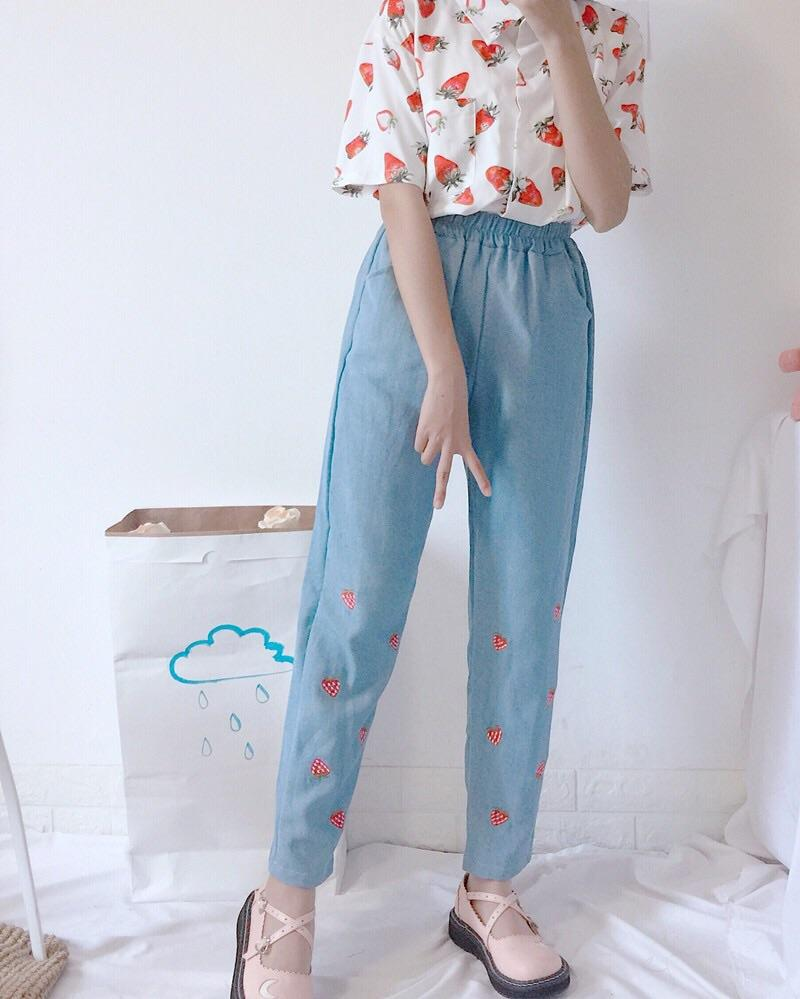 Strawberry embroidered pants 🍓🌸 - Sour Puff Shop