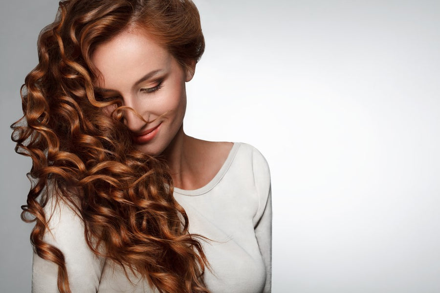 10 Glamorous Hairstyles for Curly Hair