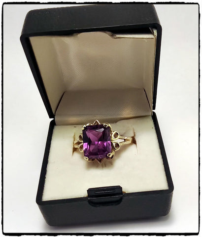 VintagePalace.Us, 10 Kt Yellow Gold, Large Dark Purple Sapphire, Cocktail Ring,