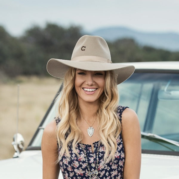 Woman wearing Charlie 1 Horse Highway hat in Mushroom color