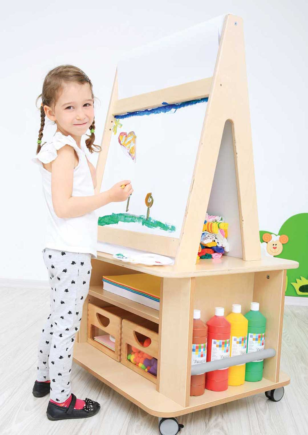 Portable Easel with Storage