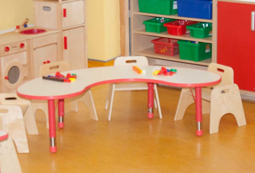 Adjustable Polyethylene Horseshoe Table with White Top & 4 26cm toddler chairs