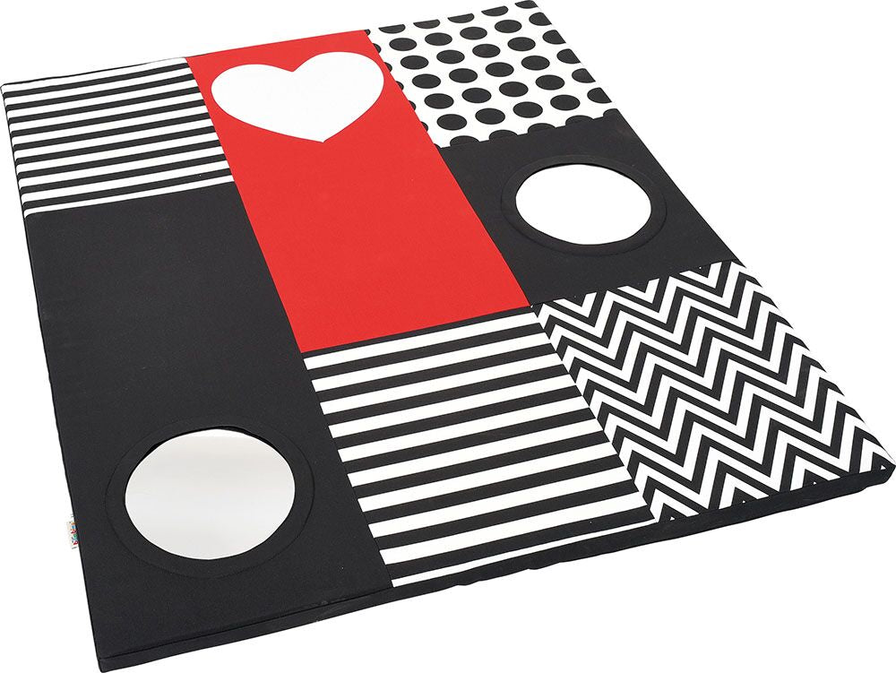 Contrast mat with mirrors