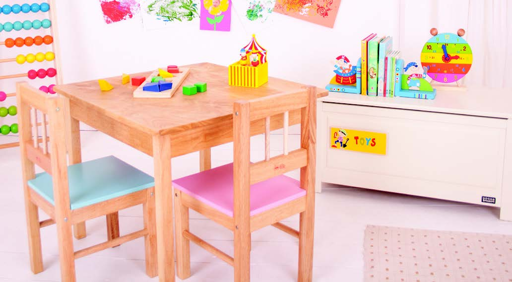 Childrens table and chairs (set of 4)