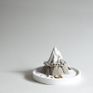 Cementify Mountain Concrete Ring Holder