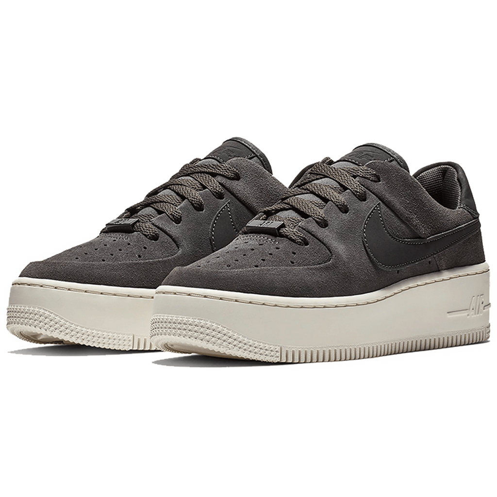 WOMEN'S NIKE AIR FORCE 1 SAGE LOW