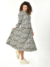 Load image into Gallery viewer, Jolie Moi Print Woven Maxi Shirt Dress, White Animal