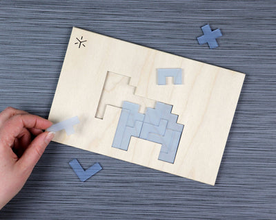 Elephant pentomino puzzle in packaging