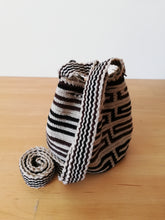 Load image into Gallery viewer, Authentic Handmade Mochilas Wayuu Bags - Small 5