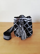 Load image into Gallery viewer, Authentic Handmade Mochilas Wayuu Bags - Small 15