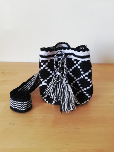 Authentic Handmade Mochilas Wayuu Bags - Small 15