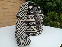 Load image into Gallery viewer, Authentic Bags Mochilas Wayuu - Café Diez