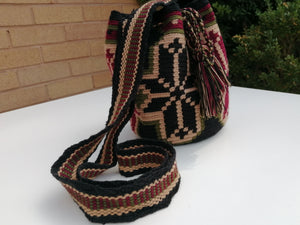 Authentic Handmade Mochilas Wayuu Bags - Mediana Madrid