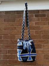 Load image into Gallery viewer, Authentic Handmade Mochilas Wayuu Bags - Mediana Usaquén