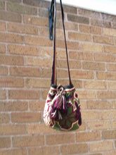 Load image into Gallery viewer, Authentic Handmade Mochilas Wayuu Bags - Mediana Cajíca