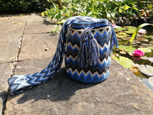 Load image into Gallery viewer, Handmade Cross-body Bags Mochilas Wayuu Collection Oceano Azul - Palmas