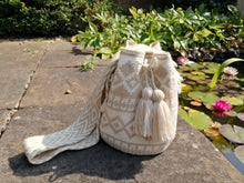 Load image into Gallery viewer, Handmade Cross-body Bags Mochilas Wayuu Collection Natural - Armenía
