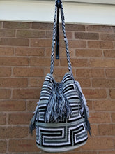 Load image into Gallery viewer, Handmade Cross-body Bags Mochilas Wayuu Collection Natural - Valle