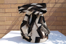 Load image into Gallery viewer, Original Handmade Bags Mochilas Wayuu  Collection Bonita XIII