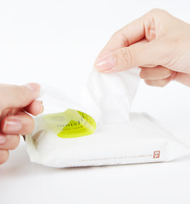 Refreshing cleansing wipes