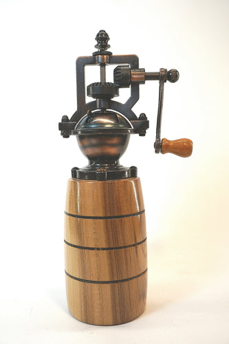 Natural English Walnut Peppermill