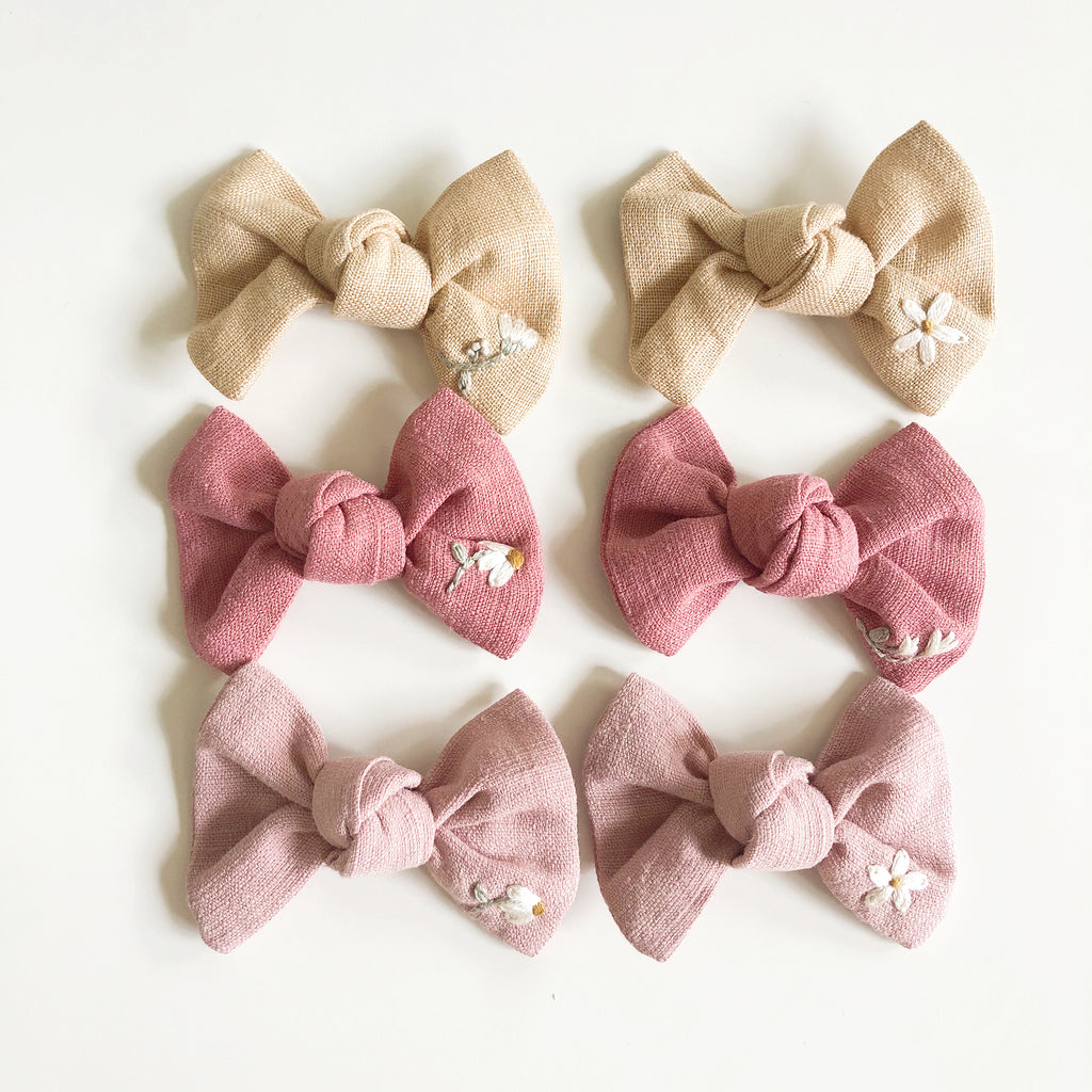 Petite Embroidered Bow (with clip)