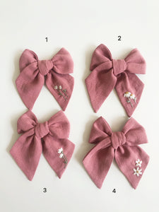 Mini Traditional Embroidered Bow - Rouge