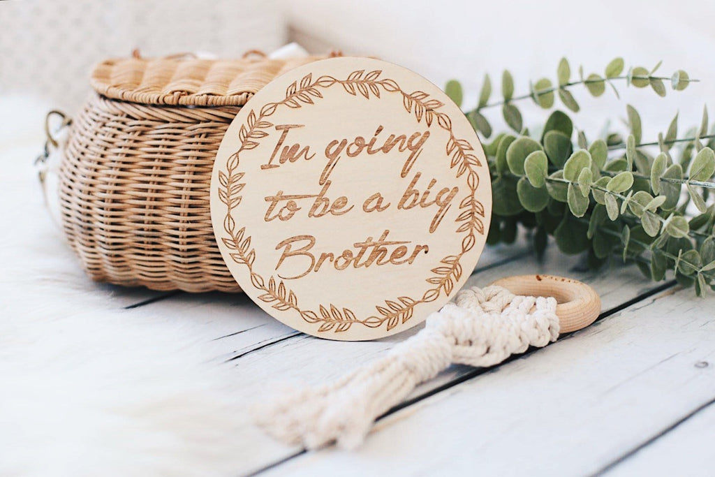 "(Australia Only) Single wooden discs - Wreath - ""I'm going to be a big brother"""