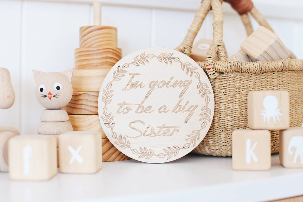 "Single wooden discs - Wreath- ""I'm going to be a big sister"""
