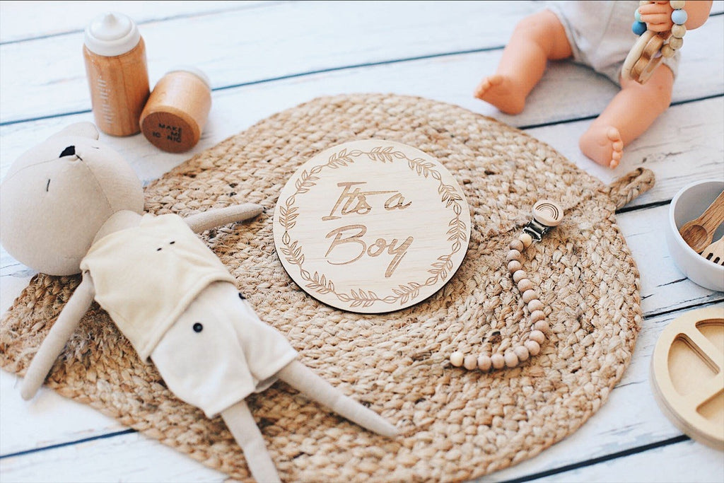 "(Australia Only) Single wooden discs - Wreath - ""It's a boy"""