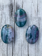 Load image into Gallery viewer, Fluorite Palm Stone